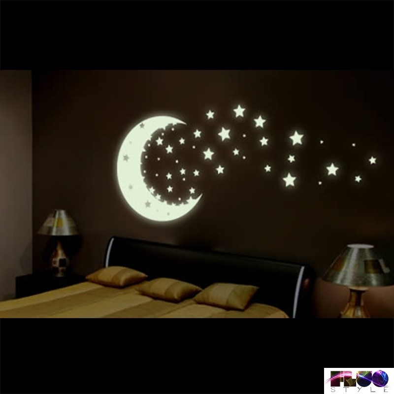 Stelle fluorescenti adesive che si illuminano al buio da for Adesivi da attaccare al muro